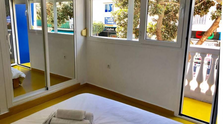 hostal click y room torremolinos