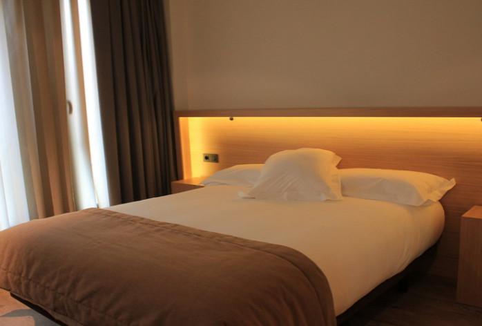Araba habitación doble cama