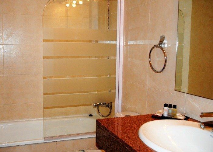 Baño habitación doble Premium