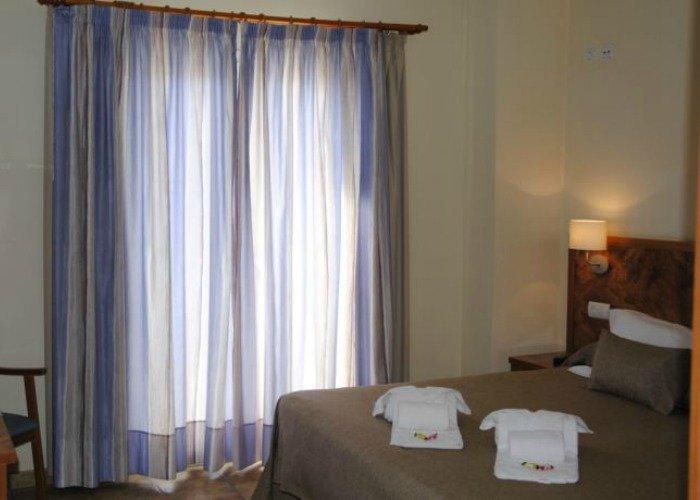 Habitación doble sin balcón cama matrimonio