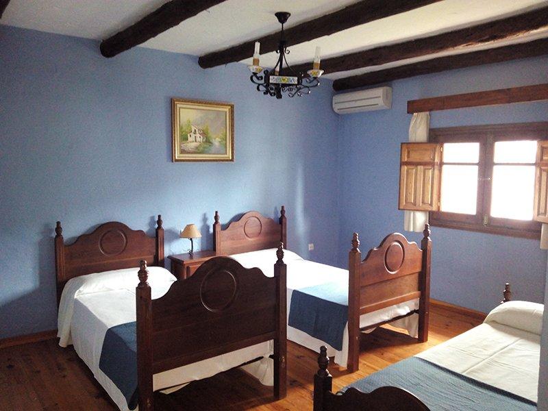 Habitación familiar hotel Las Buitreras en Cortes