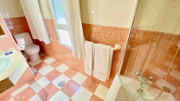 HOTEL TORREPALMA,  baño 106