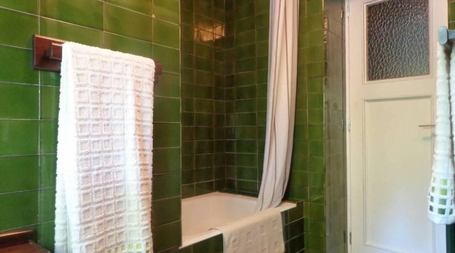 Bastiments. Habitacion doble con baño compartido